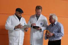 (v.l.) Christian Blappert (technischer Leiter); Mike Hennings (Ausstellungsleiter); Wolfgang Dietrich (Helfereinteilung)