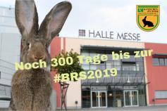 Noch 300 Tage bis zur Bundes-Rammlerschau, Bild zeigt Riesenkaninchen vor der Halle Messe